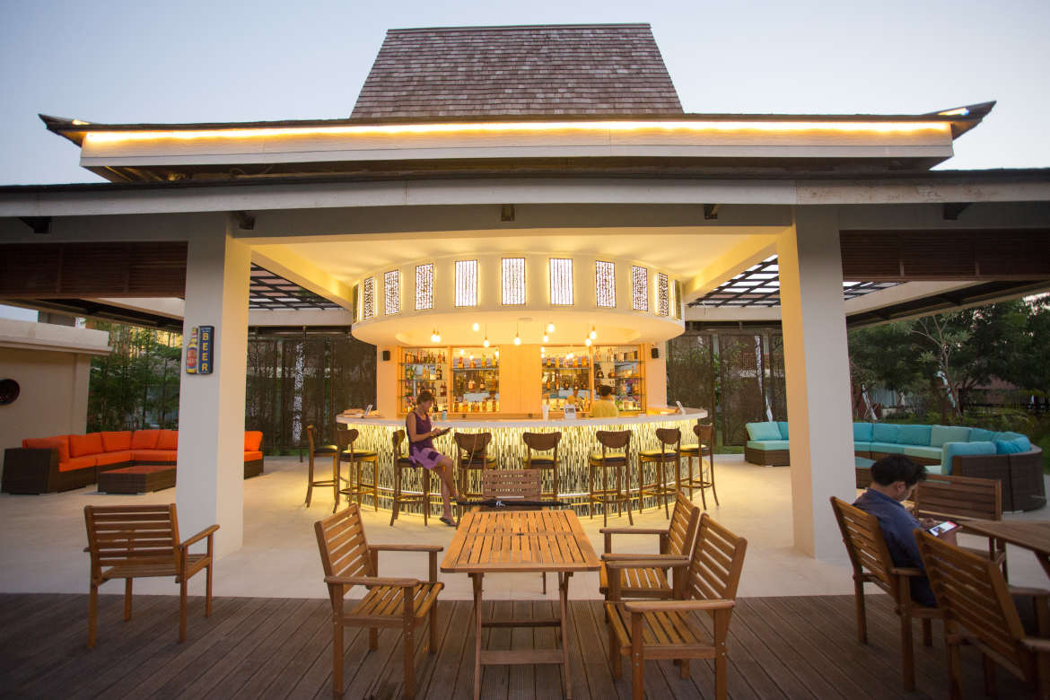 Amata Garden Resort, Bagan - pool-bar