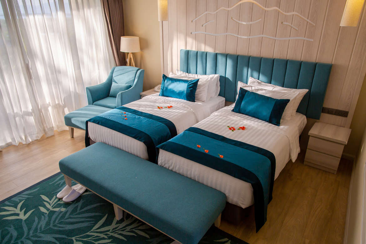 /images/room/amata-inle-resort-royal-deluxe-room10.jpg