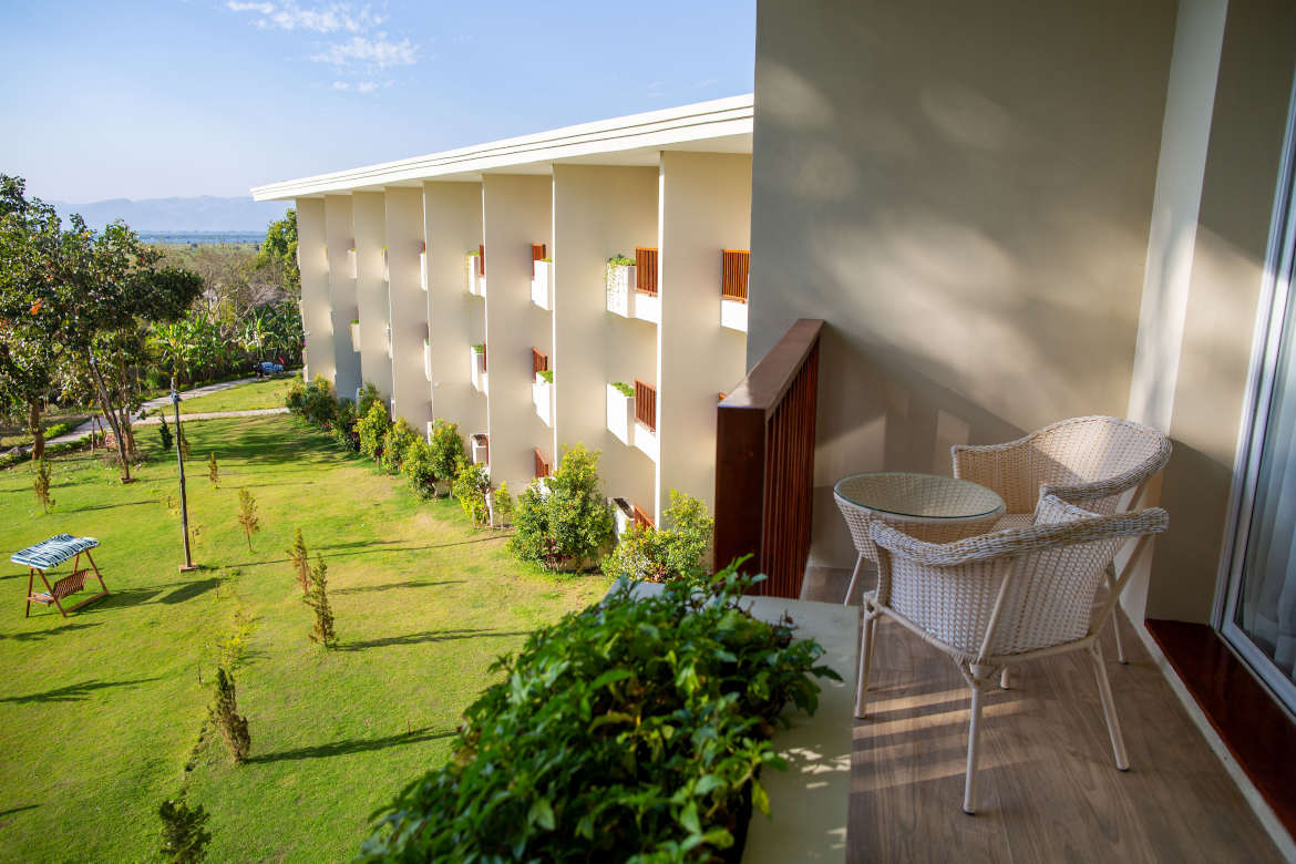 /images/room/amata-inle-resort-royal-deluxe-room11.jpg